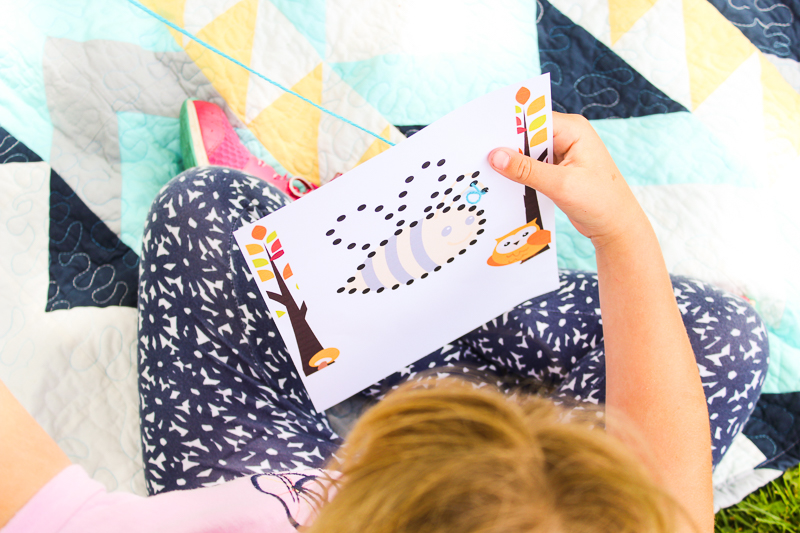 Sewing for Kids Practice Printables: These printable practice cards are great for kids to learn how to hand sew. Click through for the full tutorial and printable. | www.thecraftingchicks.com